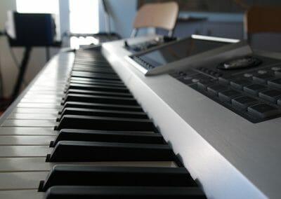 Diverse Keyboards und Vintage Orgeln